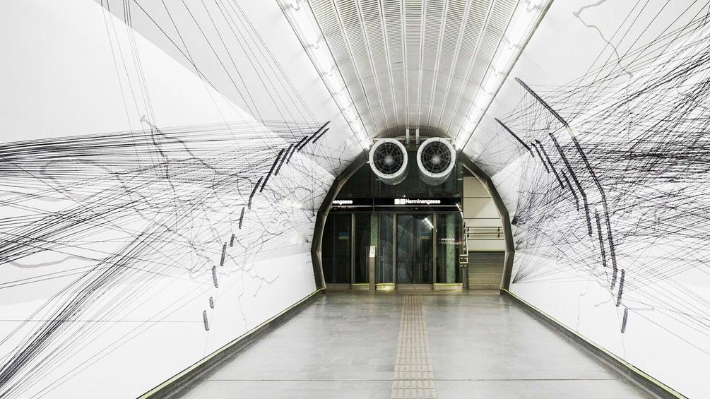 Das Wandbild in der Wiener U-Bahn-Station Schottenring Ausgang Herminengasse