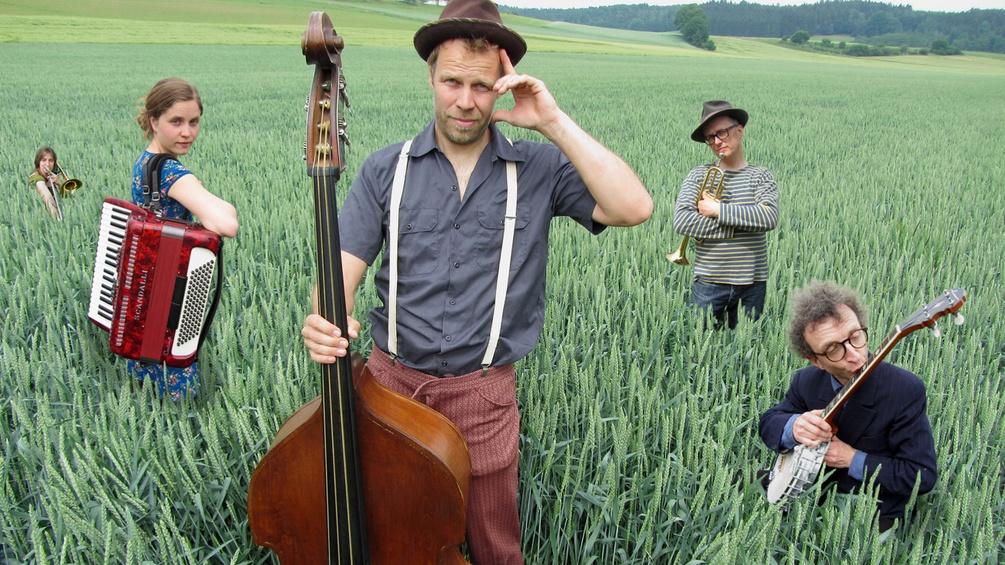 Musikgruppe im Feld