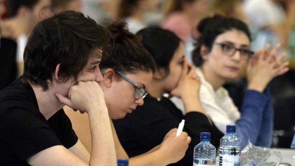 Studentinnen bei einer Aufnahmeprüfung zum Medizinstudium
