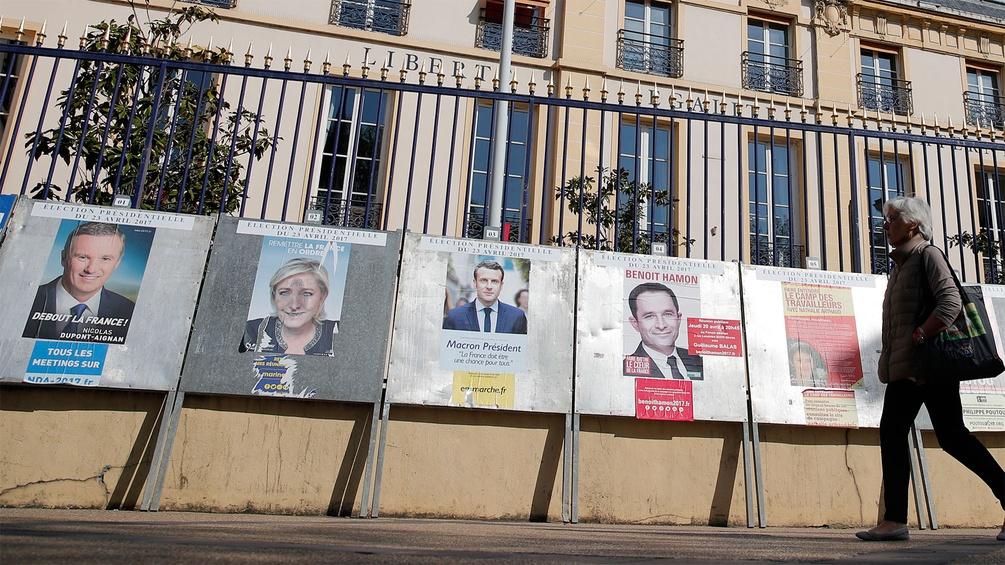 Wahlplakate zur französischen Präsidentschaftswahl