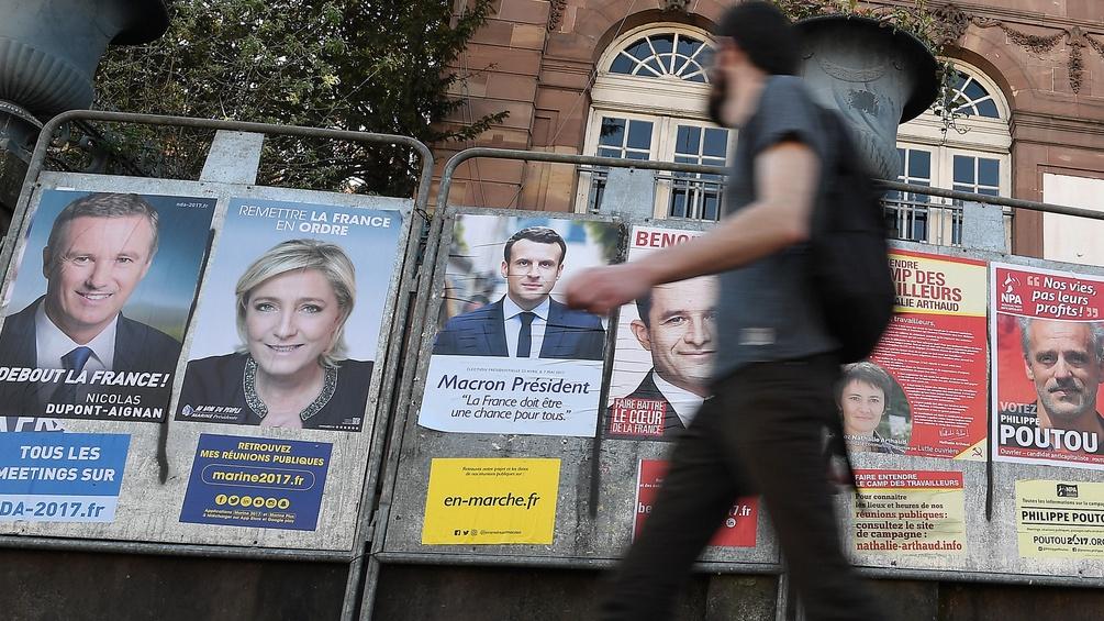 Plakate der französischen PräsidentschaftskandidatInnen