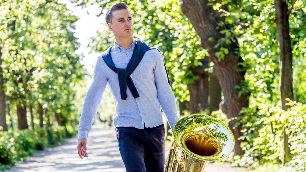 Manuel Mayer mit Tuba