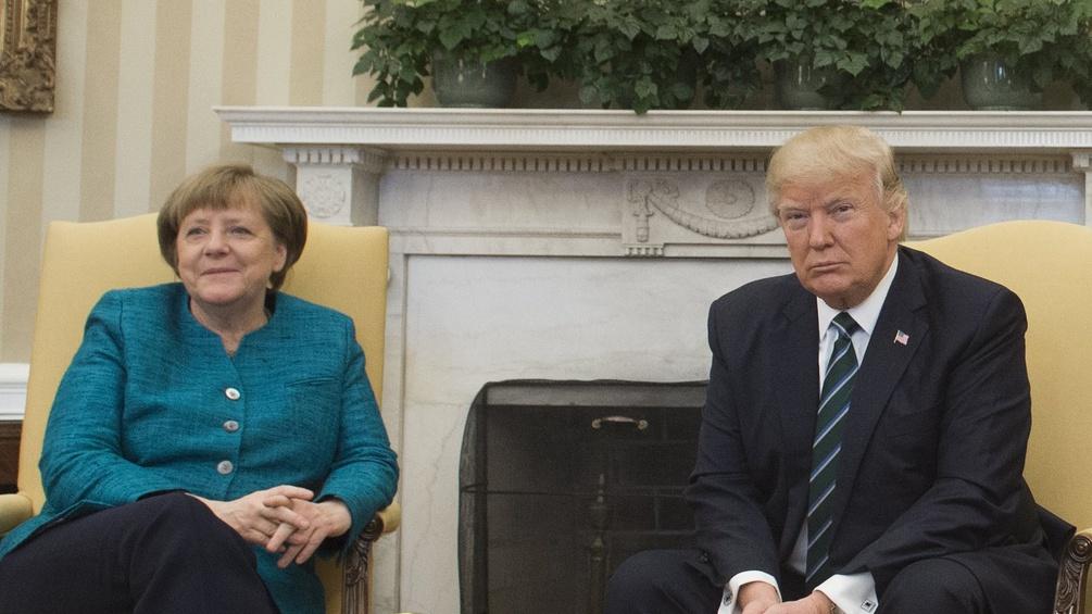 Angela Merkel und Donald Trump im Kaminzimmer