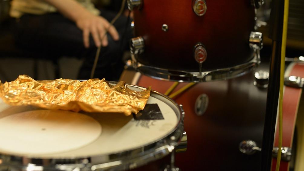 Goldfolie und Schlagzeug