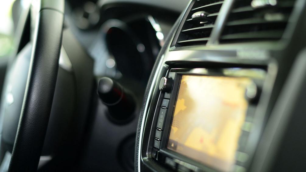 Auto mit Navigationsgerät