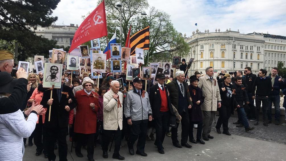 Tag des Sieges (9. Mai) beim Russendenkmal am Schwarzenbergplatz