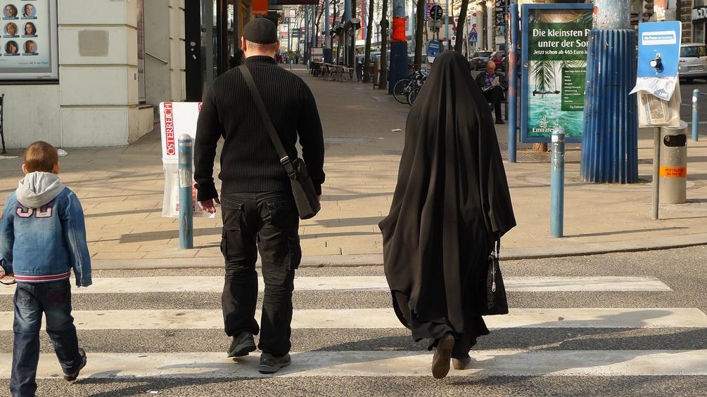 Menschen auf der Mariahilfer Straße