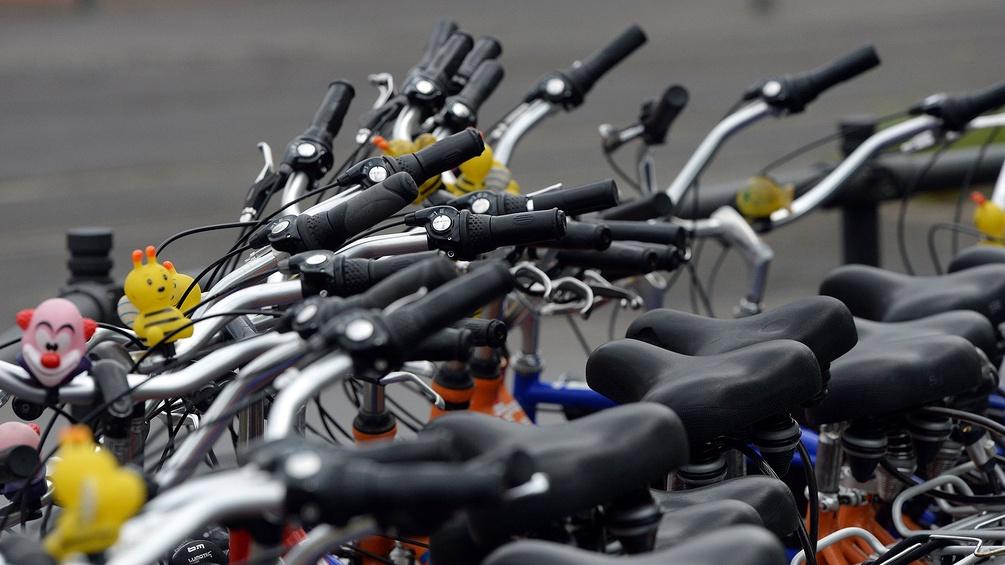 Viele abgestellte Fahrräder