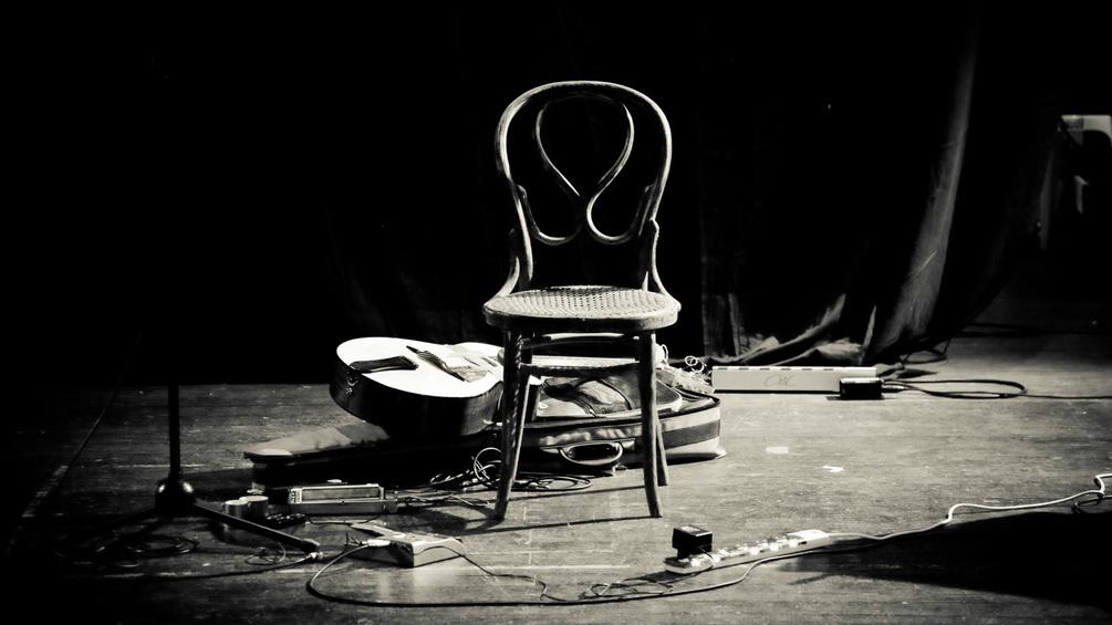 Stuhl auf der Bühne