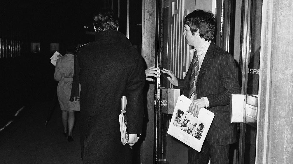 Die Beatles verlassen einen Club in Liverpool, 1967