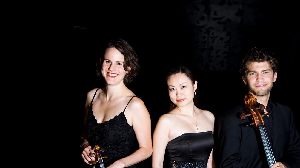 Die Mitglieder des Trio Alba mit ihren Instrumenten