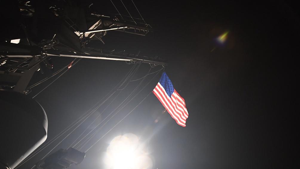 Rakete startet von amerikanischen Schiffen