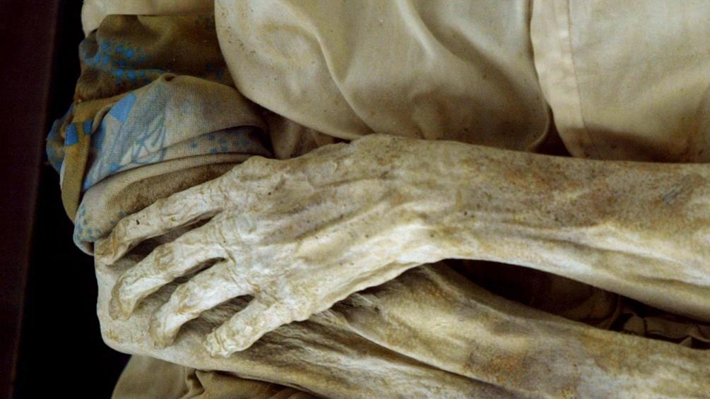 Hände einer Mumie