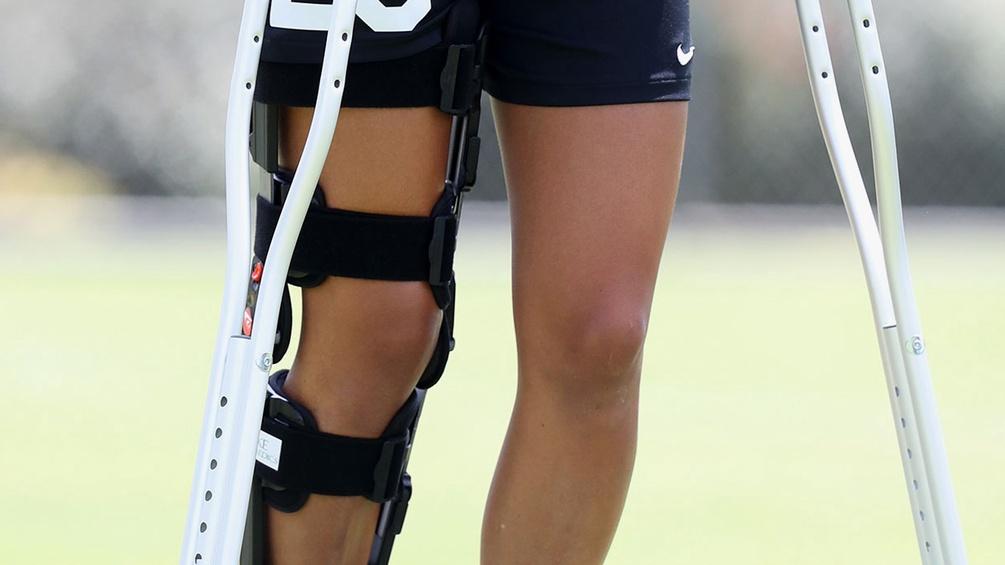 Knieverletzung mit Krücken