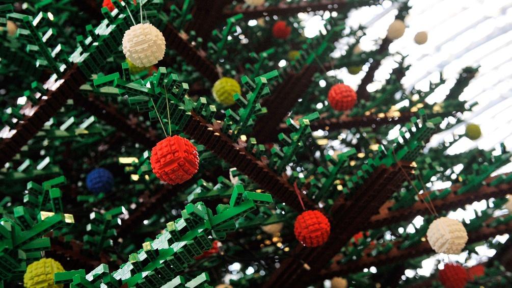 Weihnachtsbaum mit Legokugeln