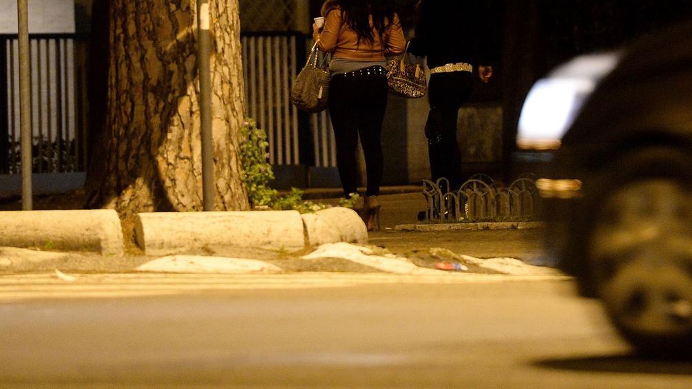 Prostitutierte in Rom, Auto fährt vorbei