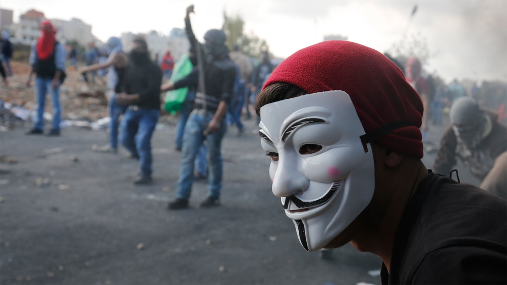 Demonstrant mit Guy-Fawkes-Maske