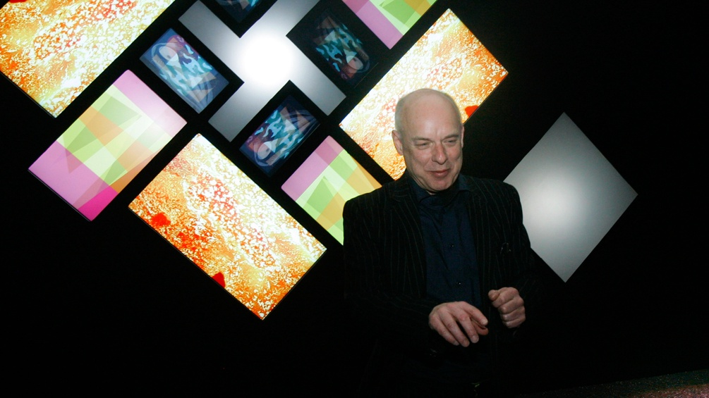 "Brian Eno eröffnet seine Ausstellung ""PRESENTISM: Time and Space In The Long Now"" in Rom"