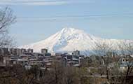 Der Berg Ararat, darunter die Hauptstadt Jerewan