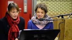 Bei Hörspielaufnahmen: zwei Schauspielerinnen