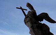 Engelsstatue am Eingang der Wiener Karlskirche