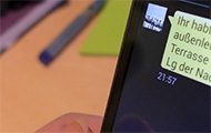 SMS auf einem Handydisplay