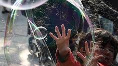 Eine riesige Seifenblase