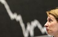 Frau vor Börsenkurs