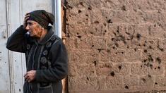 Armenische Frau nahe der Grenze zu Aserbaidschan