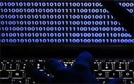 Tastatur, Hände und binärer Code