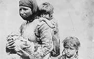 Armenische Frau mit Kindern