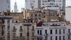 Stadtansicht Casablanca Hochhäuser, im Hintergrund ein Turm