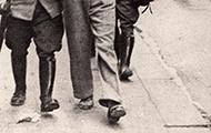 Die in der RAVAG festgenommenen NS-Putschisten werden zum Wachzimmer Hegelgasse geführt.