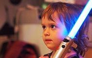 Kind mit Lichtschwert