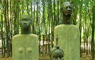 Figuren in Hellers Garten