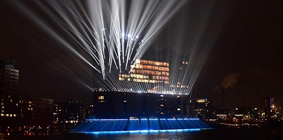 Die beleuchtete Elbphilharmonie