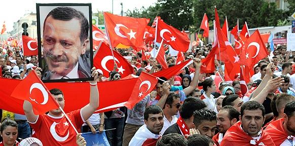 Eine Solidaritätskundgebung für den türkischen Ministerpräsidenten Recep Tayyip Erdogan