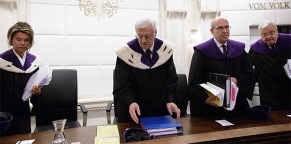 Vizepräsidentin Brigitte Bierlein, Präsident des Verfassungsgerichtshofes (VfGH) Gerhart Holzinger, und die Verfassungsrichter Helmut Hörtenhuber und Rudolf Müller