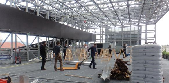 Bauarbeiten auf dem Dach des Offenen Kulturhauses