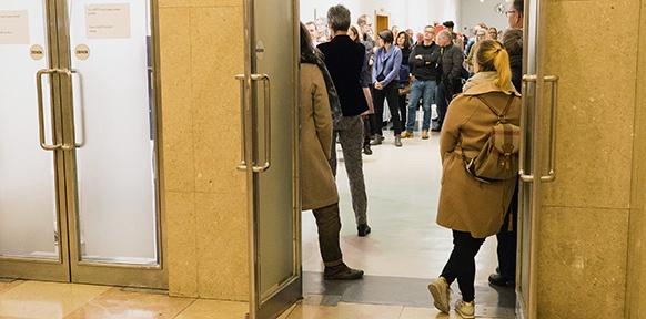 Besucher bei der Preisverleihung