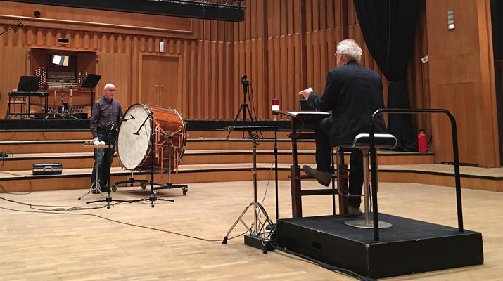 Zwei Musiker auf der Bühne