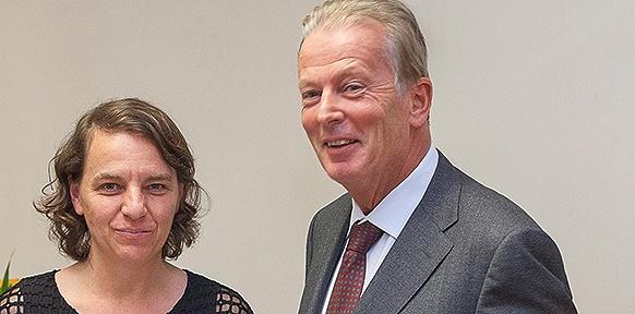Ulrike Schmitzer und Wissenschaftsminister Reinhold Mitterlehner