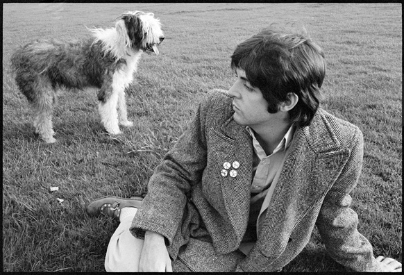 Paul McCartney mit Hund Martha