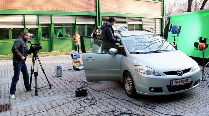 Filmszene mit Auto