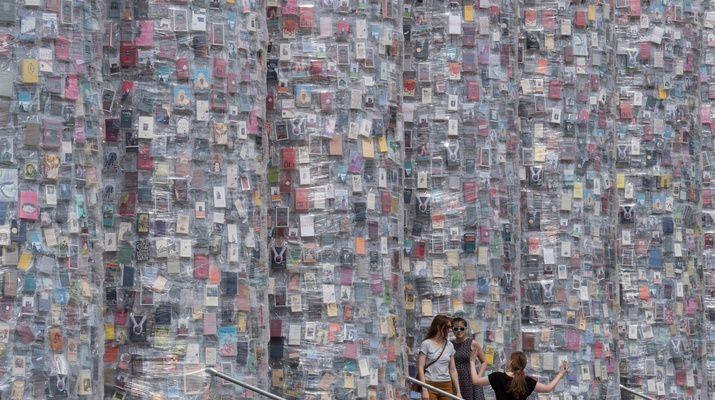 "Säulen des ""Pantheons of books"""