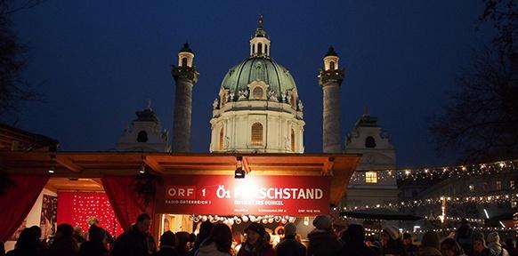 Punschstand und Karlskirche