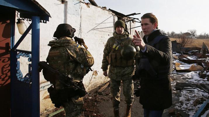 Sebastian Kurz in der Ukraine mit Grenzsoldaten
