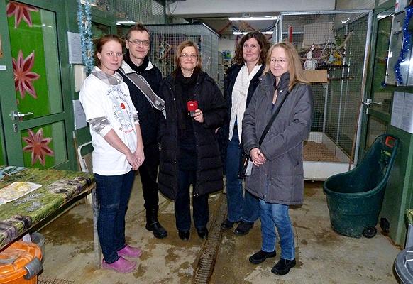 Unser erster Besuch im Papageienheim der ARGE Papageienschutz. Von links nach rechts: Catarina Güttner, Martin Breindl, Susanna Niedermayr, Iris Baldinger und Andrea Sodomka.