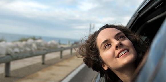 Der Himmel wird warten: Sonia (Noémie Merlant) auf der Suche nach einem Weg zurück in ihr Leben