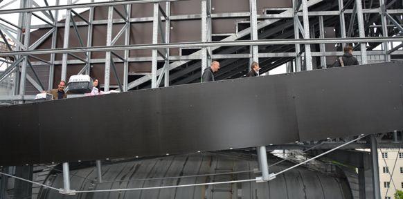 Menschen auf Stiegenaufgang